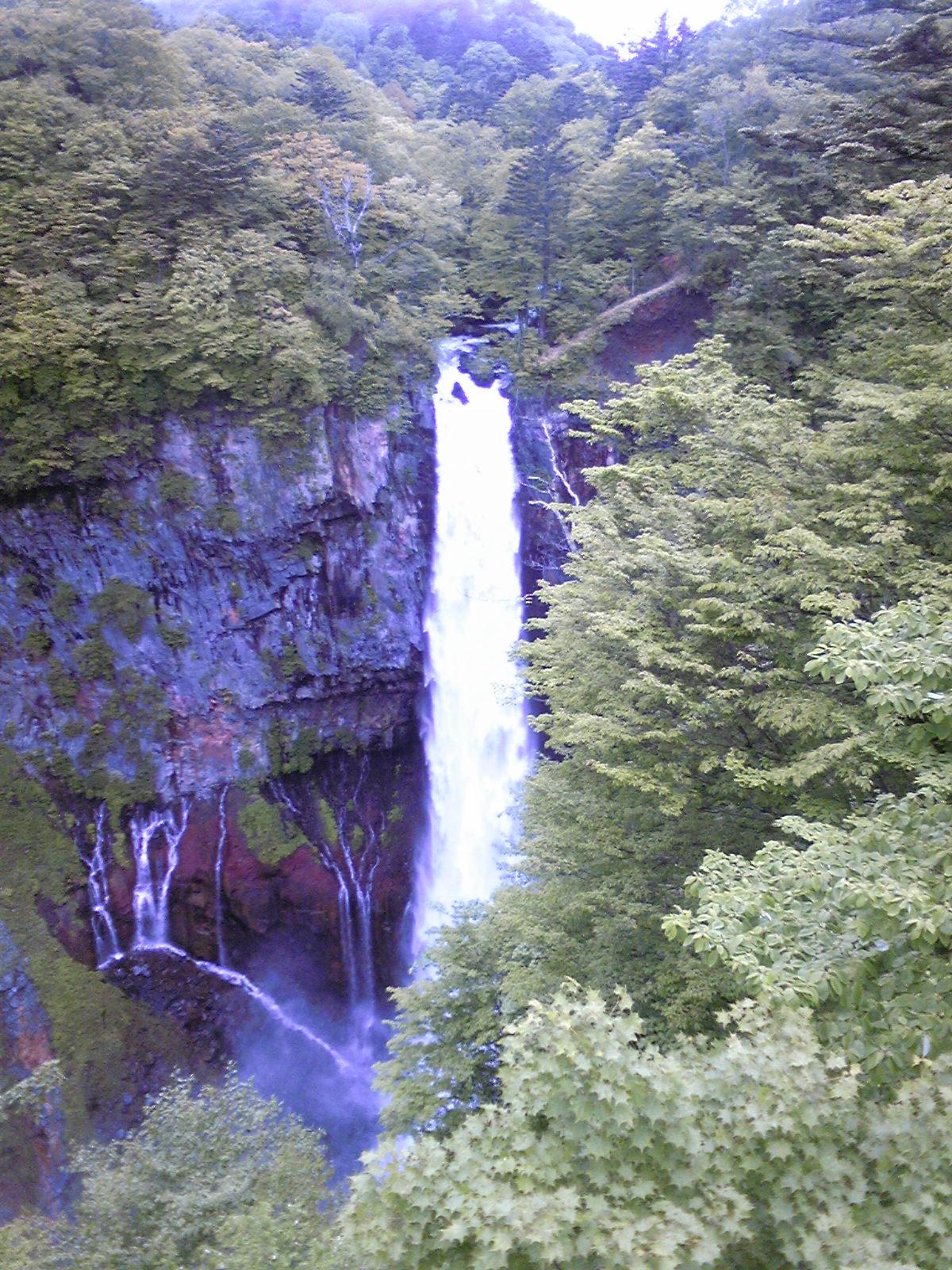 華厳の滝へ